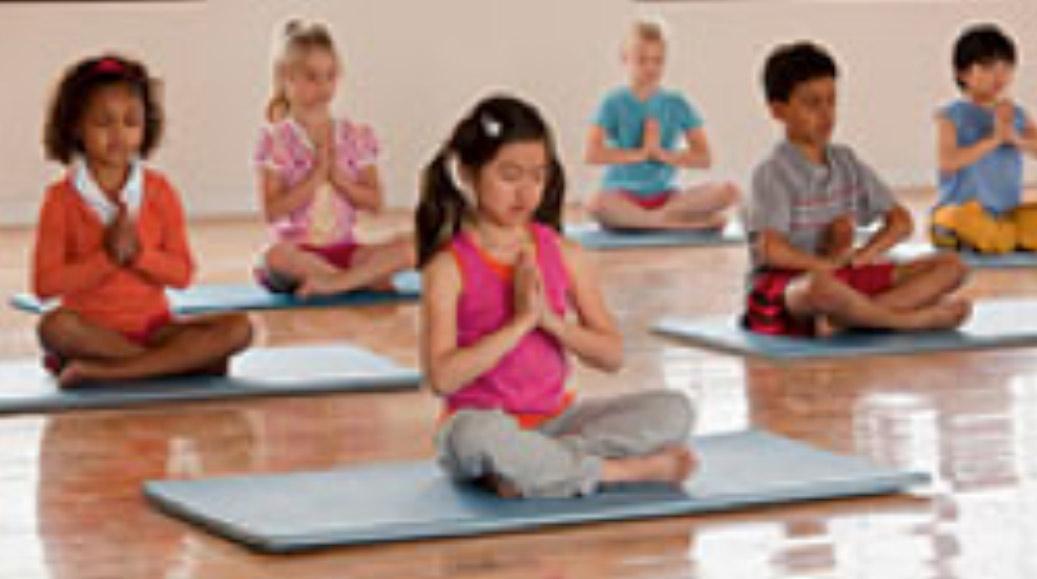 Four creative indoor activities for kids witi for Indoor crafts for kids